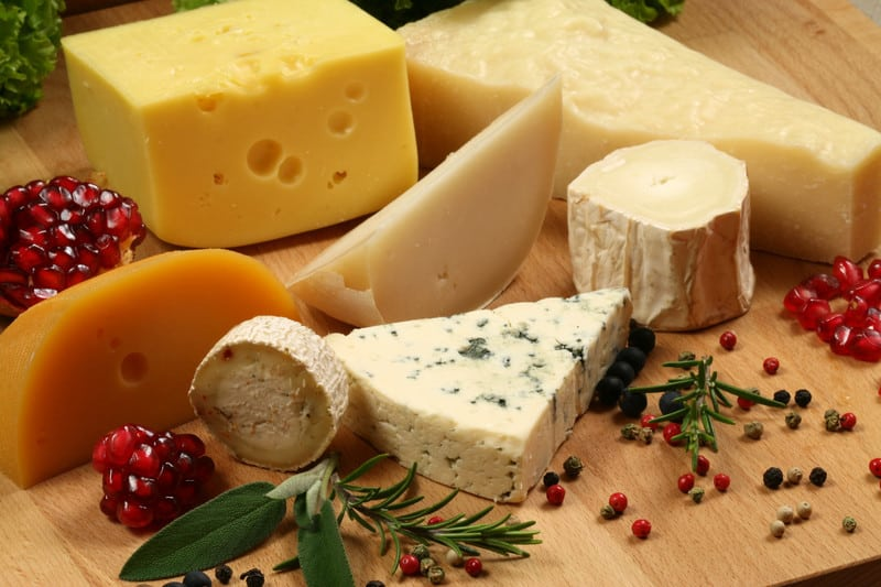 Bild zeigt eine Auswahl an verschiedenen Käsesorten
