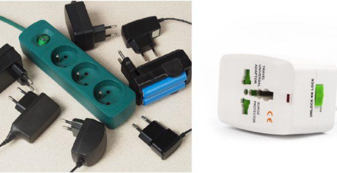 Bild zeigt einen Universal-Reiseadapter und verschiedene Ladekabel/Netzteile auf einem weissen Hintergrund.