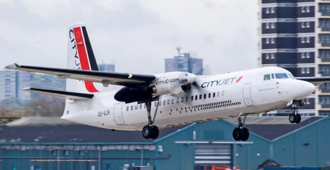 Bild zeigt eine Fokker 50 Maschine von der Fluggesellschaft Cityjet