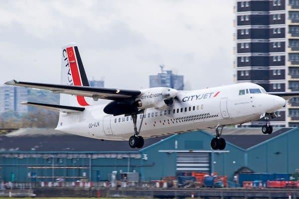 Bild zeigt eine Fokker 50 Maschine der Fluggesellschaft Cityjet