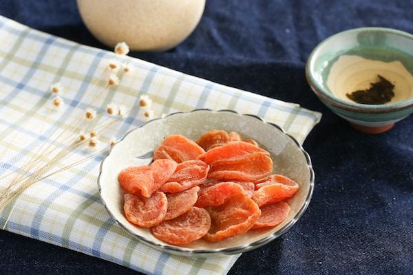 Getrocknete Früchte (Aprikose) im Reisegepäck