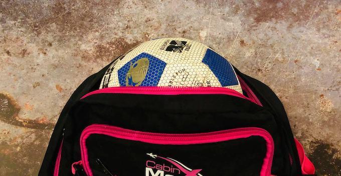 Ball im Handgepäck