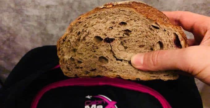Brot und belegte Brötchen im Handgepäck
