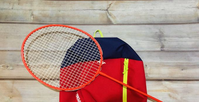 Badminton-Schläger im Handgepäck